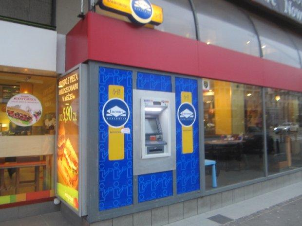 Wpłatomat zamiast kantoru? Przyjmie euro i dolary