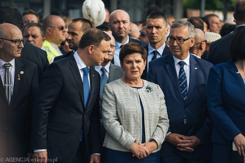 Prezes rady ministrów w rządzie PiS Beata Szydło i Prezydent RP Andrzej Duda. Ponad 90 organizacji z całego świata apeluje do prezydenta i premier o wykonanie zaleceń Komisji Europejskiej
