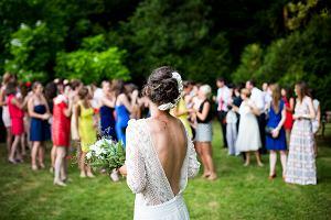 Sukienki na wesele: supermodne propozycje dla świadkowej, mam państwa młodych i innych gości