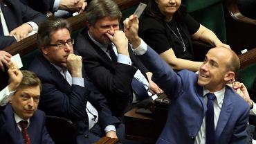 Opozycja chciała pokazać PiS, że ma na niego bat: potrafi udaremniać głosowania w Sejmie, powodując brak kworum