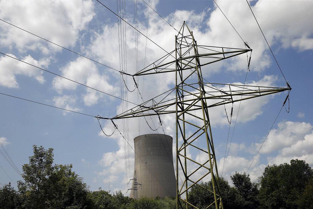 Szwajcaria, komin wieży chłodzącej elektrowni jądrowej w pobliżu Daeniken
