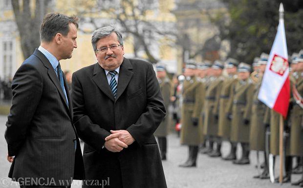 """Czy Sikorski powinien opu�ci� MSZ? """"Nie trz�my teraz dyplomacj�"""" [4 OPINIE]"""