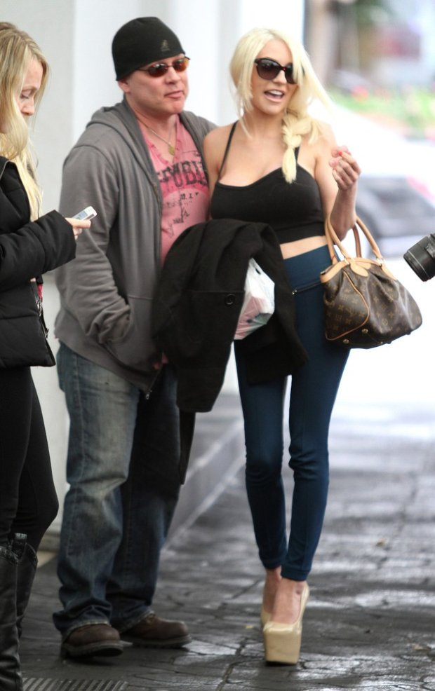 Pictured: Courtney Stodden, Doug Huchinson Mandatory Credit ?? Patron/Broadimage Courtney Stodden and Doug Huchinson spent the day together in Beverly Hills  11/22/13, Beverly Hills, California, United States of America  Broadimage Newswire Los Angeles 1+  (310) 301-1027 New York      1+  (646) 827-9134 sales@broadimage.com http://www.broadimage.com