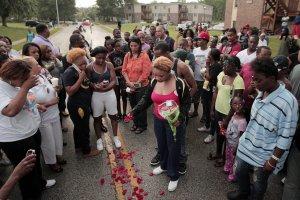 Zamieszki w Missouri po zastrzeleniu czarnosk�rego nastolatka. Policjant strzeli� osiem razy?