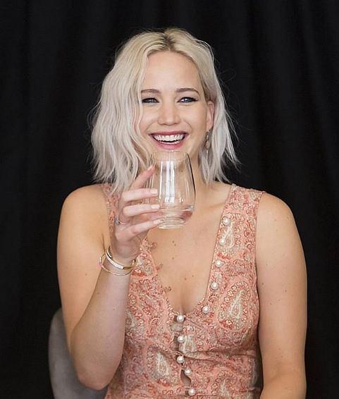 Sposoby Jennifer Lawrence na piękną talię