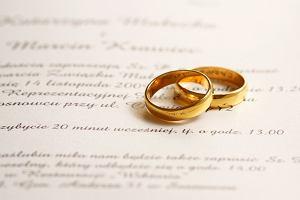Ślub cywilny: uroczysty czy skromny - jak przygotować się do ślubu w urzędzie?