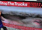 Pikieta 'Otwarte klatki' przeciwko przemocy wobec zwierząt w trakcie przewozu tirami do ubojni.
