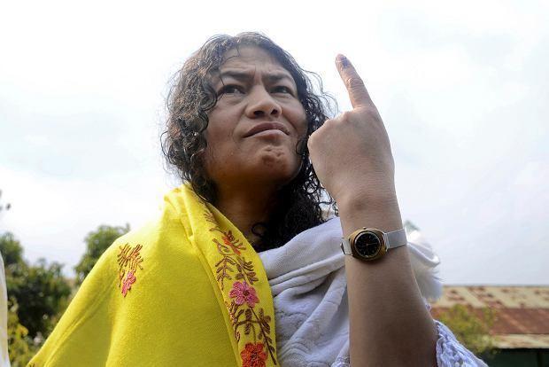 Żelazna Dama na beczce prochu, czyli jak hinduska działaczka zamienia protest głodowy na walkę polityczną