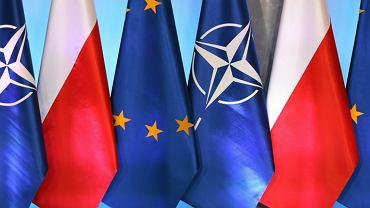 Flagi w budynku KPRM - zdjęcie ilustracyjne