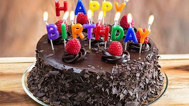 Tort czekoladowy jest jednym z najczęściej wybieranych przysmaków na różne okazje