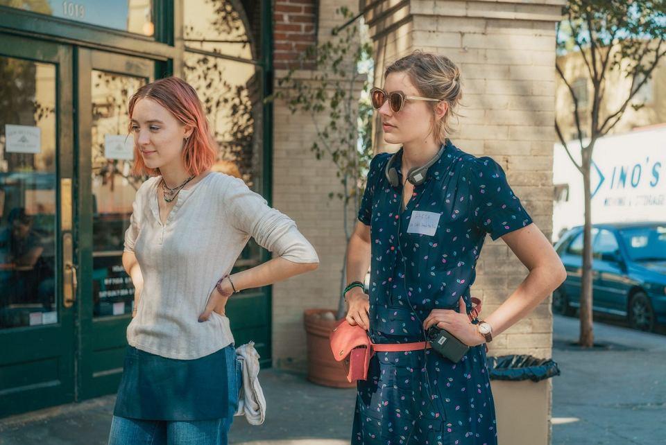 Greta Gerwig (po prawej) i Saoirse Ronan na planie 'Lady Bird'