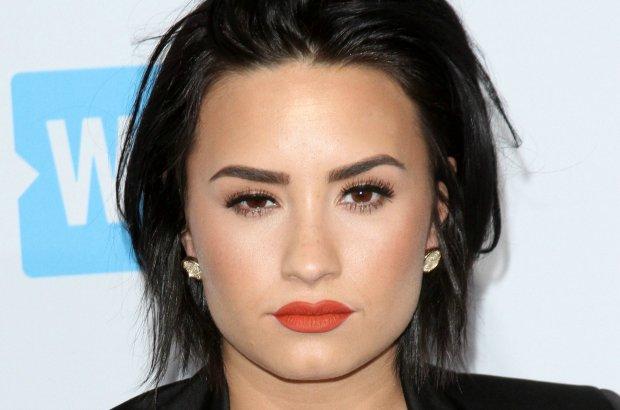 Demi Lovato pokazała na Instagramie zdjęcie bez grama makijażu. Największe zaskoczenie? Gwiazda ma piegi!