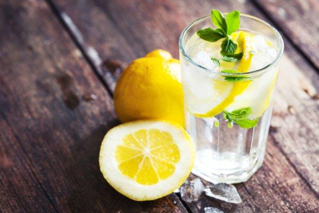 woda z cytryną, odchudzanie, oczyszczanie