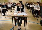 Matura 2016. Tysi�ce uczni�w odliczaj� godziny do �rody, ale kilkuset ma ju� egzaminy za sob�
