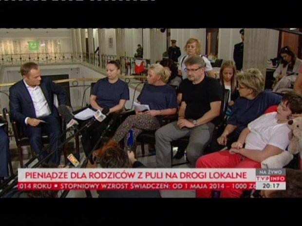Donald Tusk na spotkaniu z rodzicami niepe�nosprawnych dzieci