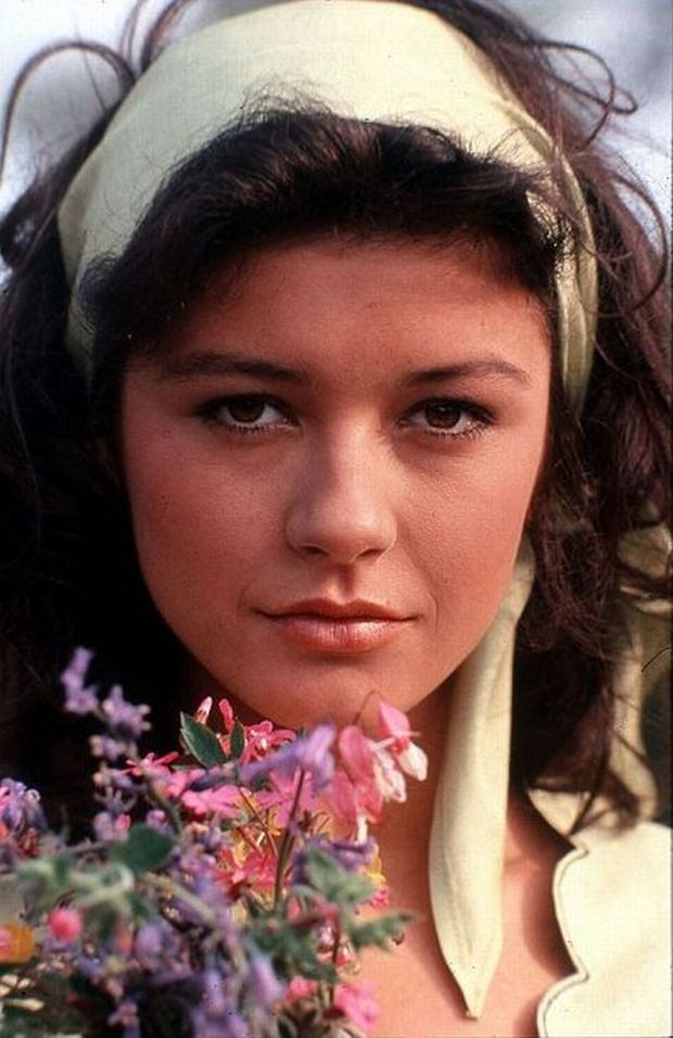 THE DARLING BUDS OF MAY [TV] (1991) YORKSHIRE TV CATHERINE ZETA-JONES AS MARIETTE LARKIN Picture from the Ronald Grant Archive     Date: 1991