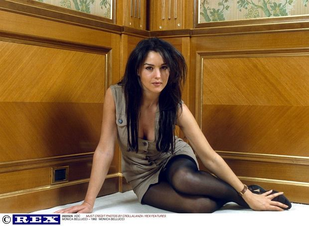 PHOTO: EAST NEWS/REX FEATURES  MONICA BELLUCCI - 1992  POSING POSED