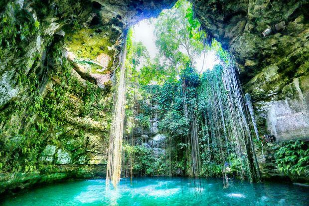 Ogromna naturalna studnia Ik Kil na Półwyspie Jukatan