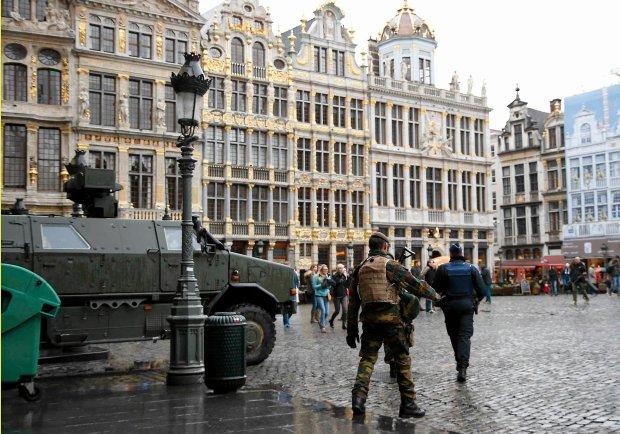 Belgijscy żołnierze na Grand Place w Brukseli