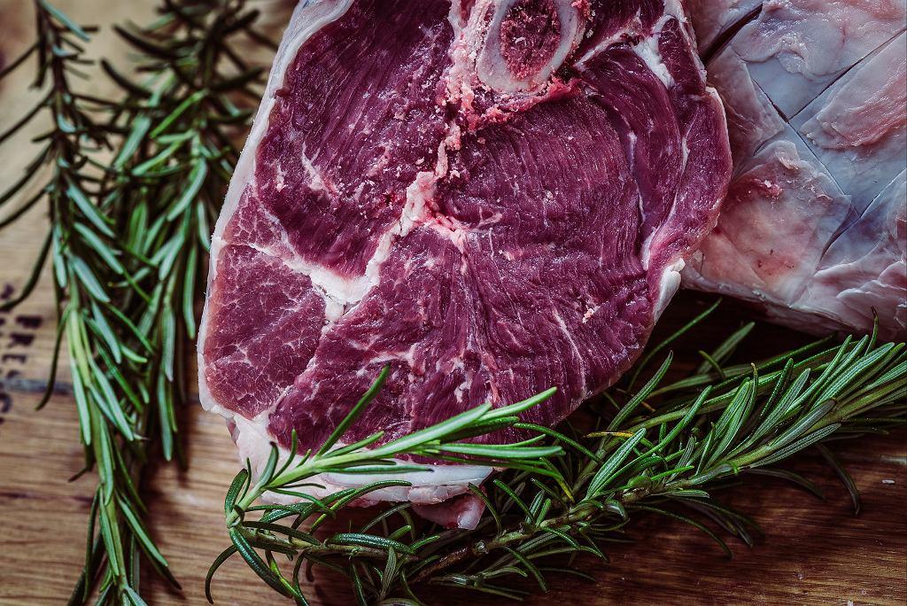 Wołowina to rzadkość na polskich stołach. Częściej przyrządzamy wieprzowinę (fot. pexels.com)