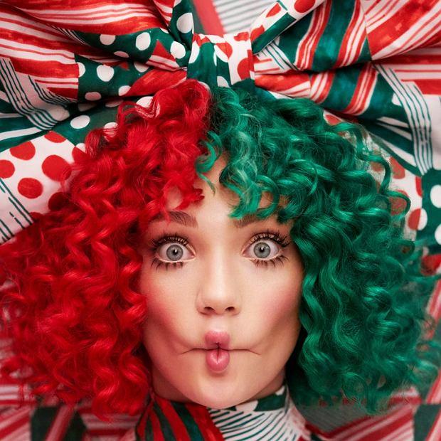 """Sia zaprezentowała pierwszy singel z nowej, świątecznej płyty """"Everyday Is Christmas"""". Wokalistka podzieliła się kawałkiem zatytułowanym """"Santa's Coming For Us""""."""