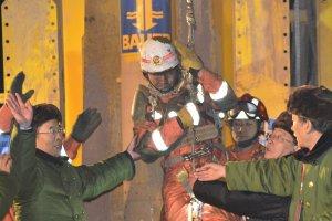 Czterech chińskich górników uratowanych po 36 dniach przebywania pod ziemią