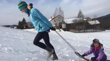 Violetta Domaredzka podczas treningu z siedmioletnią córeczką Polą