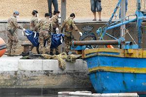Wydobyto 32 cia�a ofiar katastrofy statku ko�o Lampedusy. W wodzie s� jeszcze dziesi�tki cia�