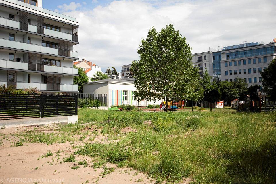 Zdjęcie numer 6 w galerii - Nawet 35 tys. zł za m kw. mieszkania w apartamentowcu, który okroił przedszkolny ogródek