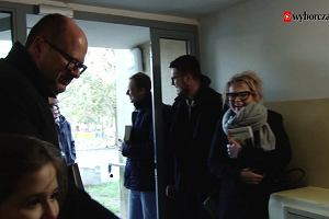 """Adamowicz chodzi z ulotkami od drzwi do drzwi. """"Nie zagłosuję na pana, bo ksiądz powiedział, żeby na Płażyńskiego"""""""