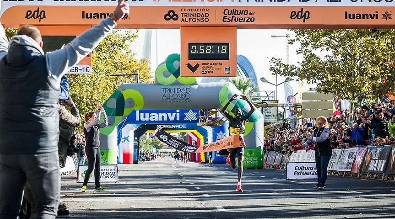 Kenyan Kiptum rekord świata w półmaratonie.