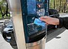Bank wykastrował karty zbliżeniowe z kluczowej funkcji. Oszczędności?