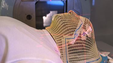 W przypadku raka mózgu konieczne są badania obrazowe, najlepszym rozwiązaniem jest wykonanie rezonansu magnetycznego z kontrastem. Niekiedy zleca się także tomografię komputerową, która pomaga potwierdzić lub wykluczyć przerzuty