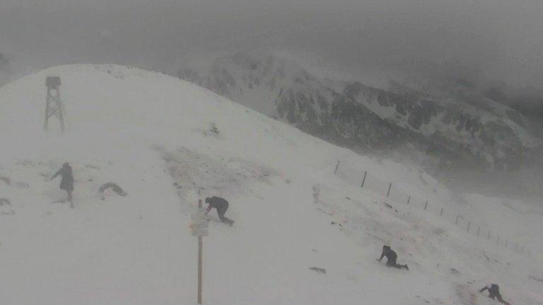 Kasprowy Wierch. Cztery osoby próbują wejść na szczyt przy wietrze 115 km/h