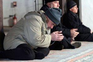 Rok po aneksji Krymu. Tatarzy na p�wyspie �yj� w strachu, uchod�cy na Ukrainie - w biedzie