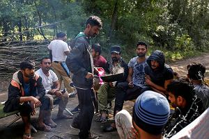 Wolontariusze pomagaj� uchod�com. Porzucili �atwe �ycie, �eby zburzy� mur