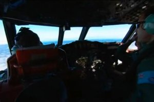 """Szef Malaysian Airlines: """"W luku zaginionego samolotu by�y �atwopalne baterie litowo-jonowe"""". Kilka dni temu m�wi� co innego"""