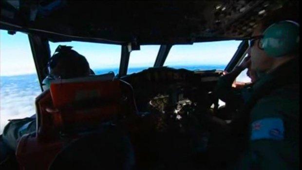 Poszukiwania boeinga 777 widziane z kokpitu samolotu P-3 Orion