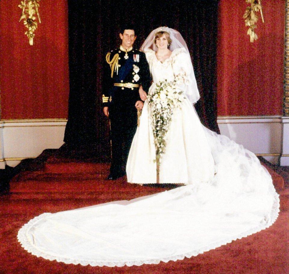 f94bd298e9 Zdjęcie numer 3 w galerii - Historia sukni ślubnej  za dużo sukienki