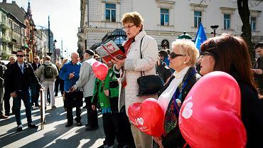 Czytanie Konstytucji RP zorganizowane przez działaczy KOD w Łodzi, 02.04.2016