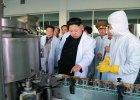 Kim Dzong Un z wizyt� w fabryce. Zn�w dogl�da produkcji jedzenia