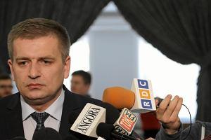 """""""Wprost"""": Prezes NFZ kaza� """"wygumowa�"""" swoje nazwisko z raportu CBA. Ar�ukowicz reaguje"""