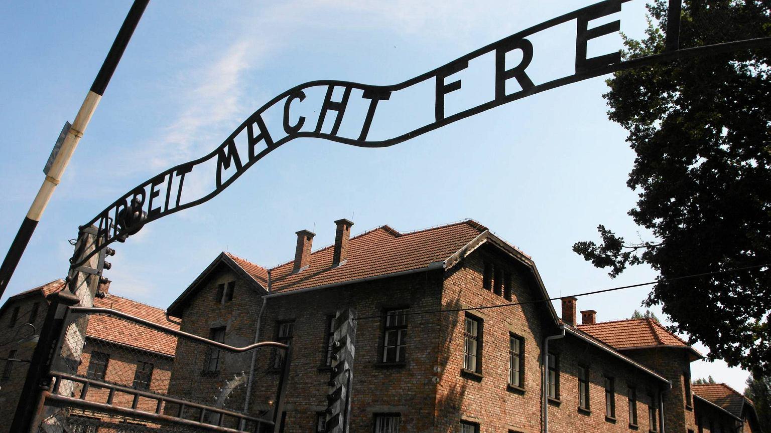 Powieść o miłości silniejszej niż śmierć - historia tatuażysty z Auschwitz [RECENZJA]