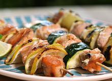 Witaminy z grilla - szasz�yki z �ososiem i warzywami  - ugotuj