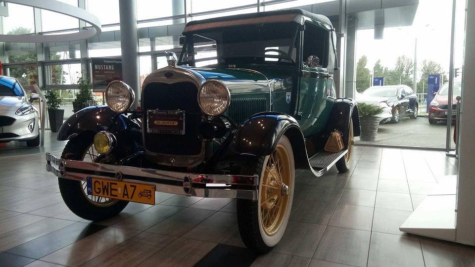 Zabytkowy Ford A W Euro Car W Gdyni Zdjecie Nr 1