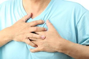 Kiedy istnieje uzasadnione podejrzenie zawału serca i należy wezwać pogotowie?