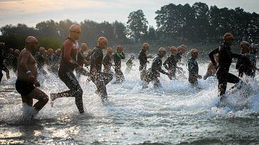 Triathlon Polska 2016. Uczestnicy rywalizacji na dystansie ironman w Borównie