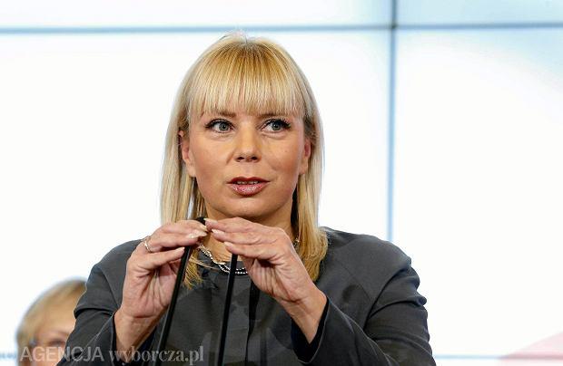 """Bieńkowska: """"Pasażerom można tylko powiedzieć: Sorry, taki mamy klimat. Na tory wyjechało 4 tys. pociągów. Utknęły dwa"""""""