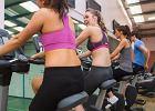 Towarzyskie pogawędki, flirtowanie, oglądanie telewizji - sprawdź, co w rzeczywistości robimy w klubach fitness zamiast treningu.