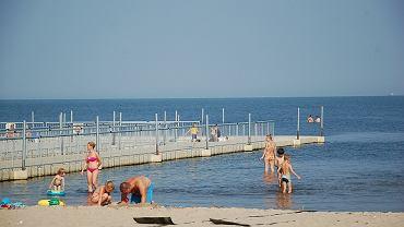 Nad Zalewem Szczecińskim. Plaża w Trzebieży w niedzielę.